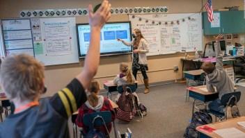 EE.UU. analiza reducir el distanciamiento en las escuelas