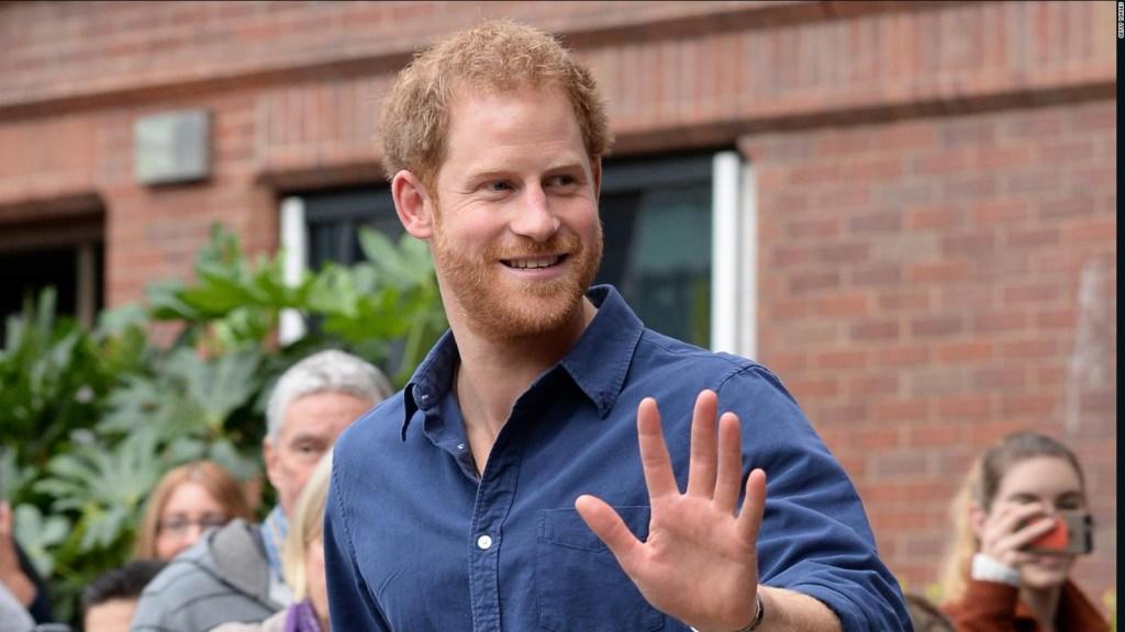 Príncipe Harry se comunica con su familia