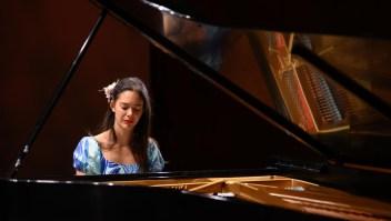 Conoce la mística historia de una pianista pascuense