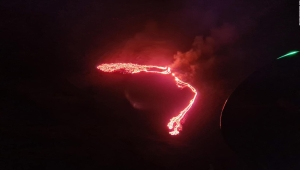 Autoridades de Islandia en alerta por erupción de volcán
