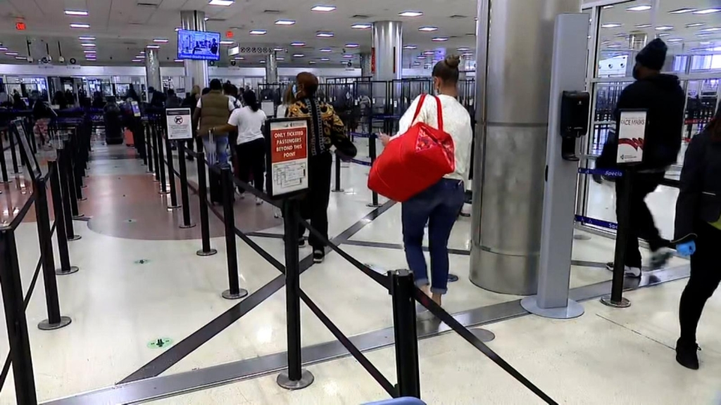 210322123920 airport lines full 169 - Should I travel in a pandemic?  Expert advice on what to consider when traveling |  Video