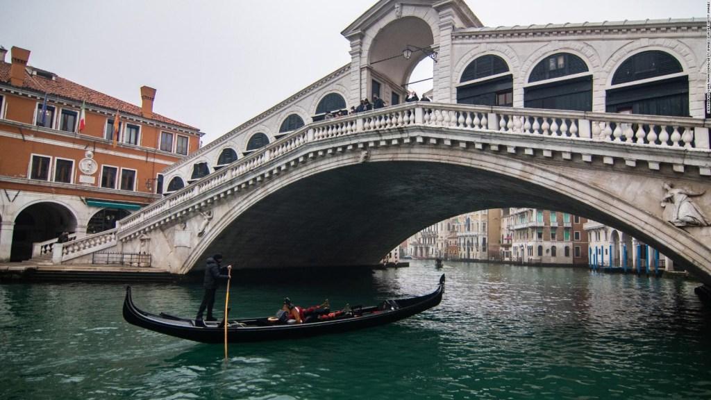 Delfines vuelven a Venecia tras la nueva cuarentena
