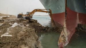 Conoce la lógica de usar esta excavadora en canal de Suez
