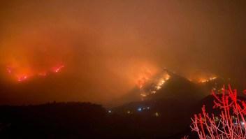 Evacuan a más de mil personas por incendio en Nuevo León