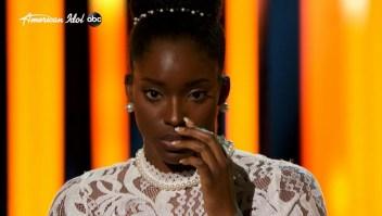 Concursante de American Idol se desmaya en el escenario