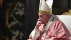 El papa recortó los salarios en el Vaticano