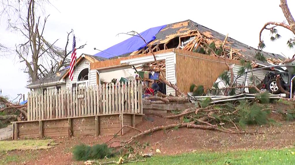 Familia de puertorriqueño sobrevive tornado en su sótano