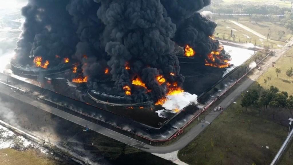 Incendio en refinería de Indonesia deja heridos