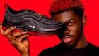 """Los """"Satan Shoes"""" se agotan en un minuto y Nike demanda"""