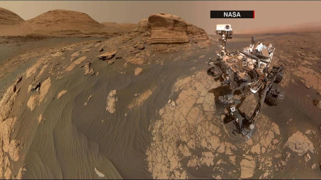 Rover Curiosity takes a Martian selfie