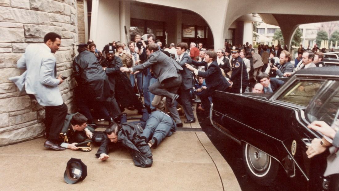 Disparan al presidente Reagan