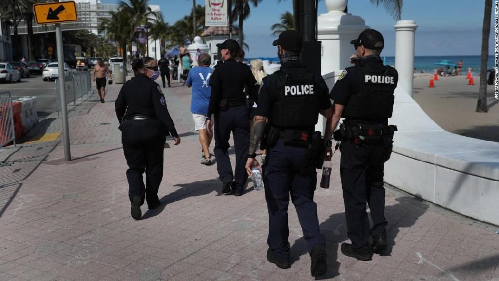 100 personas arrestadas tras aglomeraciones por vacaciones de primavera en Miami Beach a pesar de la pandemia