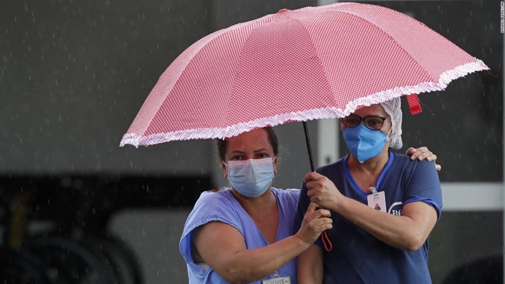 Brasil se sumerge en una crisis mientras una segunda ola y una nueva variante mortal abruman los hospitales