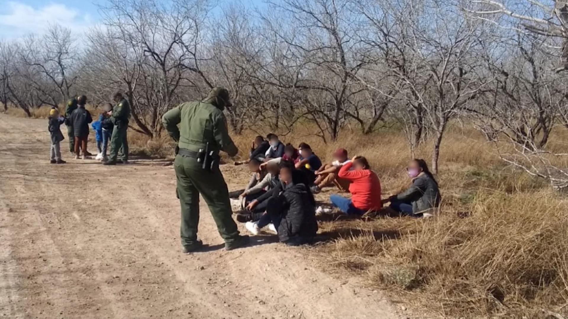 Migrantes y menores no acompañados siguen cruzando la frontera