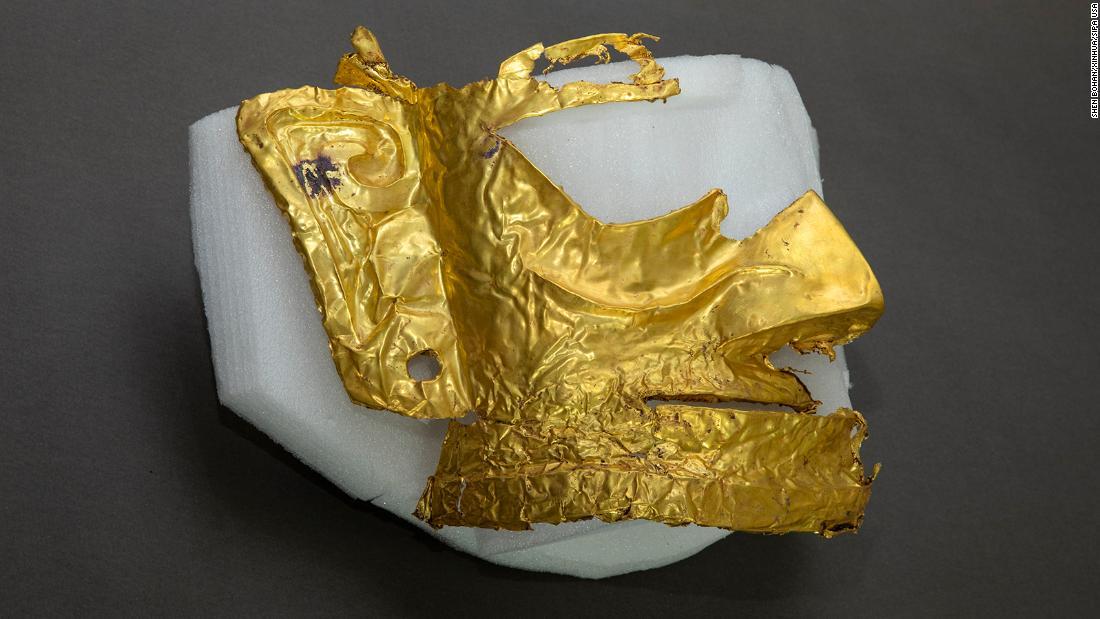 Arqueólogos descubren una máscara de oro de 3.000 años de antigüedad en el suroeste de China
