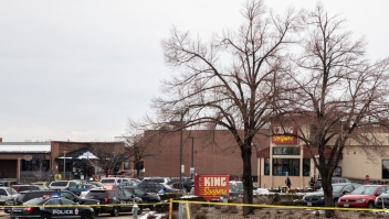 Sospechoso de tiroteo masivo en Colorado está detenido