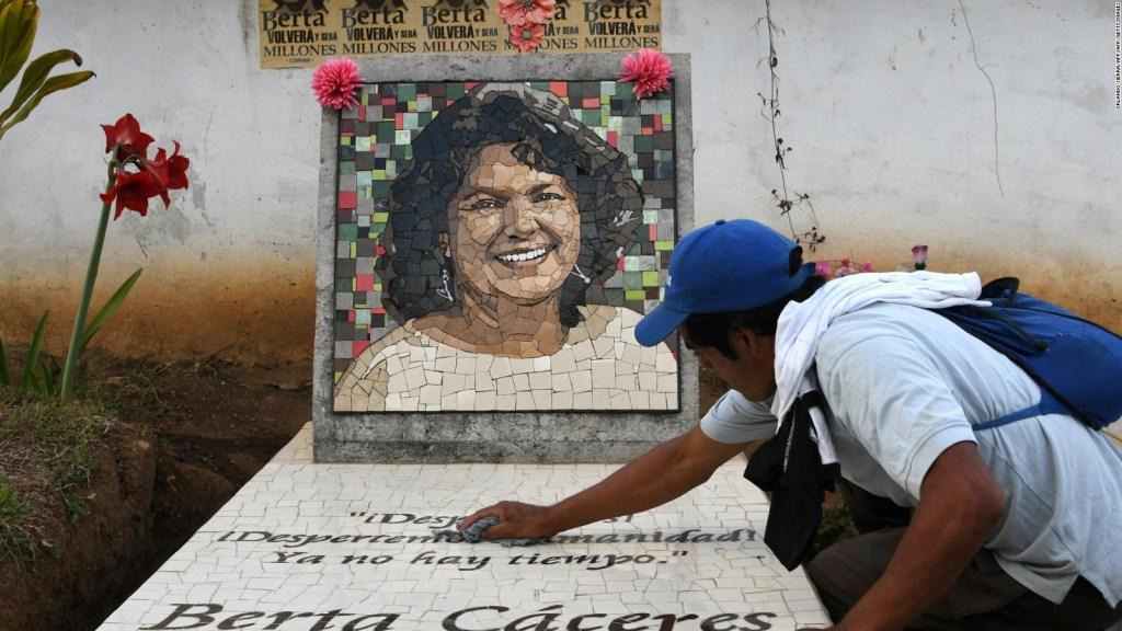 Hija de Berta Cáceres ve más acoso contra ambientalistas