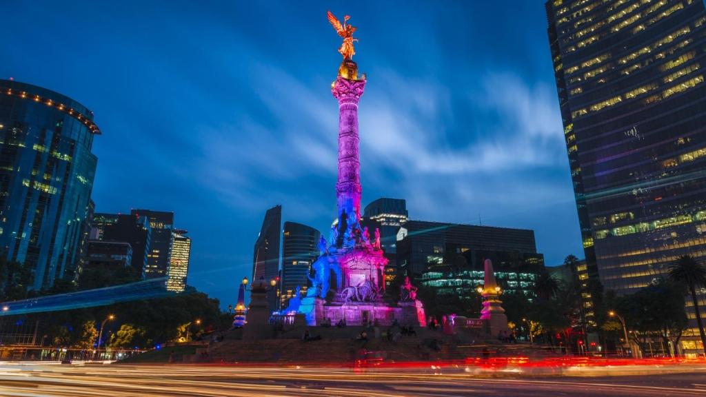 Mexicanos dicen que ya no se parecen a foto de pasaporte