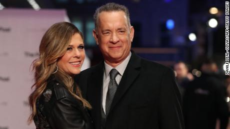 Rita Wilson Tom Hanks vacuna covid