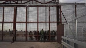 Abogado de inmigración señala contradicciones de EE.UU.
