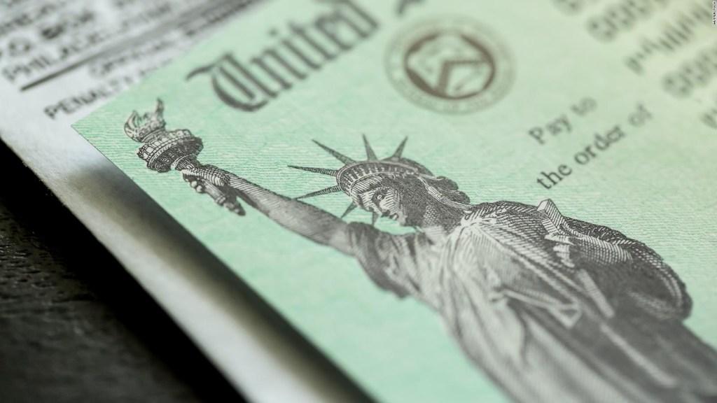 Ahorro o compras, ¿en qué usan los cheques de estímulo?