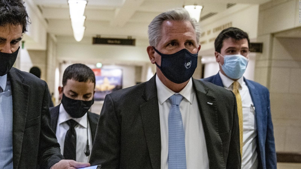 McCarthy defiende respuesta de Trump a la insurrección