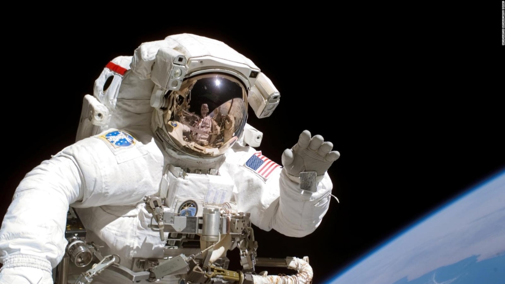 Do you want to be an astronaut?  Here we tell you how