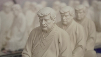 """Estatua """"Trump Buda"""" es un éxito"""