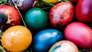 ¿Cómo se preparan los huevos de pascua de chocolate?
