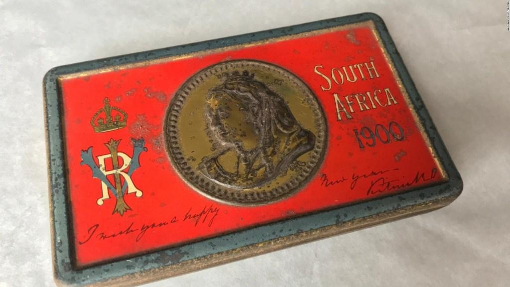 El dulce hallazgo de una caja de chocolates de inicios del siglo XX