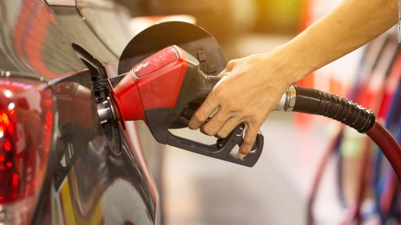 Los estadounidenses están pagando más por la gasolina