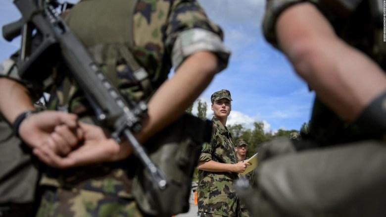 Suiza: ropa interior femenina para mujeres del ejército