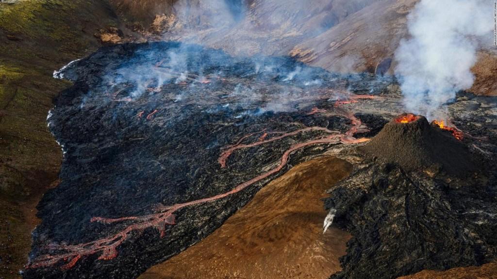 Nuevas imágenes del volcán en erupción en Islandia