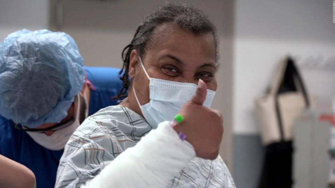 Esta mujer es la primera en recibir trasplante de tráquea