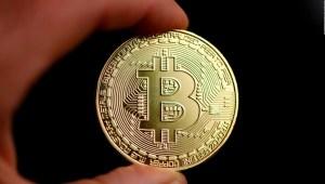 El Salvador aprueba al bitcoin como moneda de curso legal.