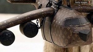Polémica por el nuevo bolso de Louis Vuitton
