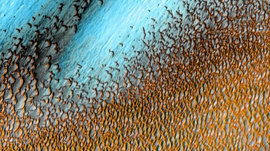 "Así se ven las asombrosas dunas ""azules"" de Marte"