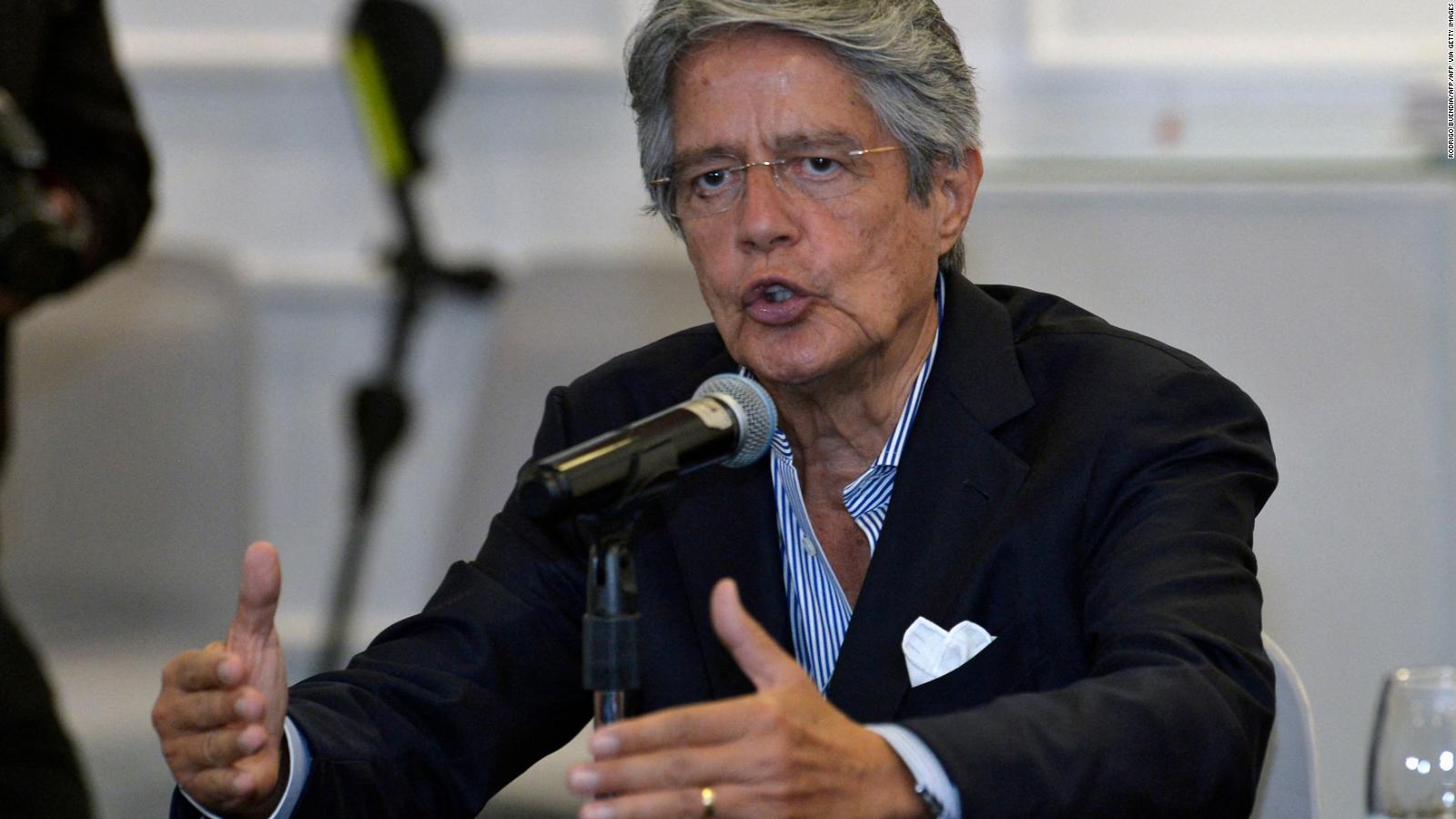 El presidente de Ecuador Guillermo Lasso recibe su primera vacuna contra el covid-19