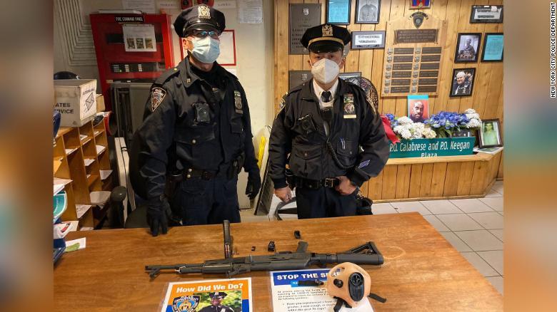 Joven de 18 años es arrestado por portar un rifle AK-47 en Times Square