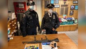 Policia NY detiene a joven con AK-47