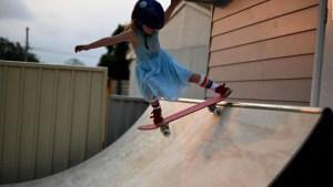 Tiene seis años y ya es una estrella de la patineta