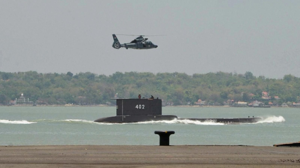 Desaparece submarino en Indonesia
