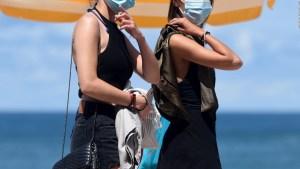 ¿Todavía necesitamos usar mascarilla al aire libre?