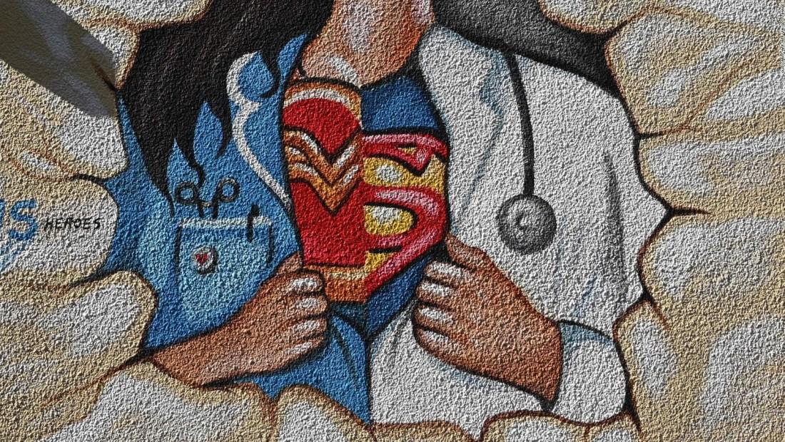 Celebremos a los superhéroes de carne y hueso en su día