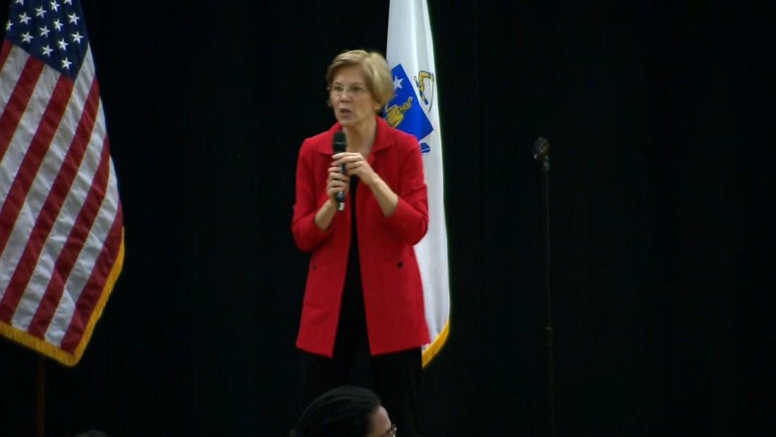 Elizabeth Warren propone impuesto a grandes empresas