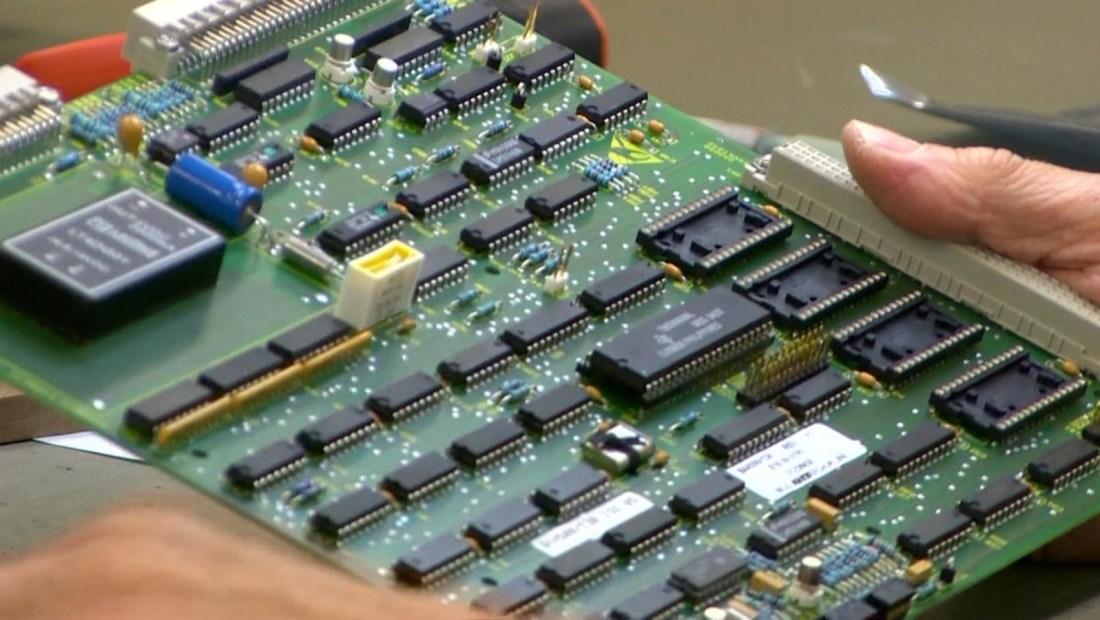 La escasez mundial de chips ya afecta a Apple