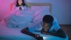 ¿Sirve el modo nocturno de tu celular? Te contamos