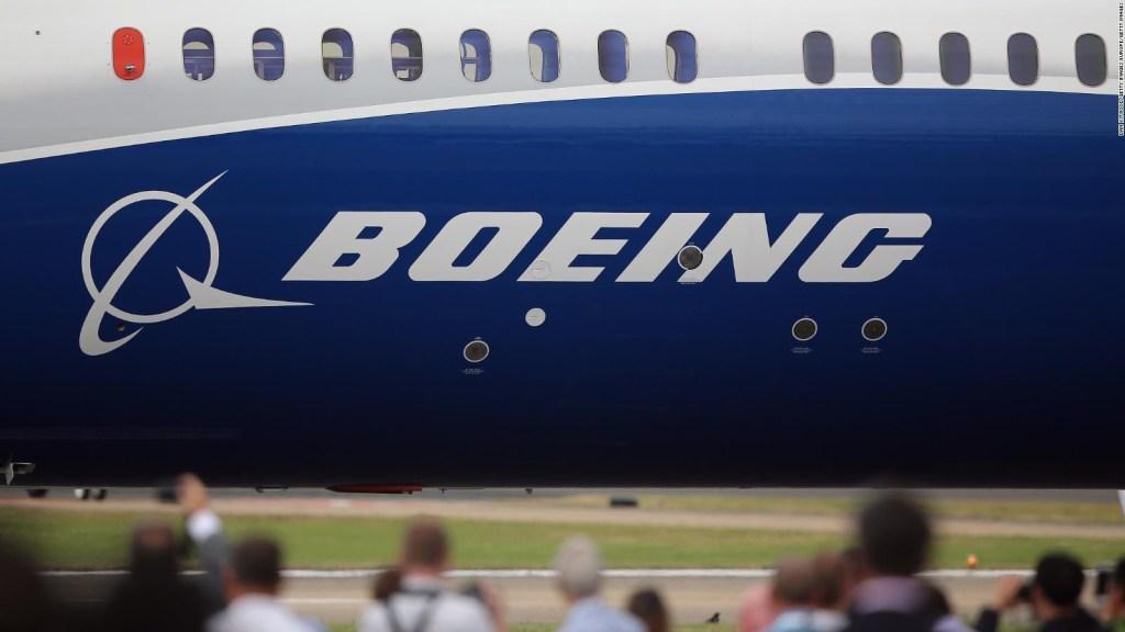 Boeing cumple su sexto trimestre a la baja