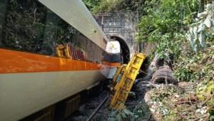 Tren descarrila en Taiwán