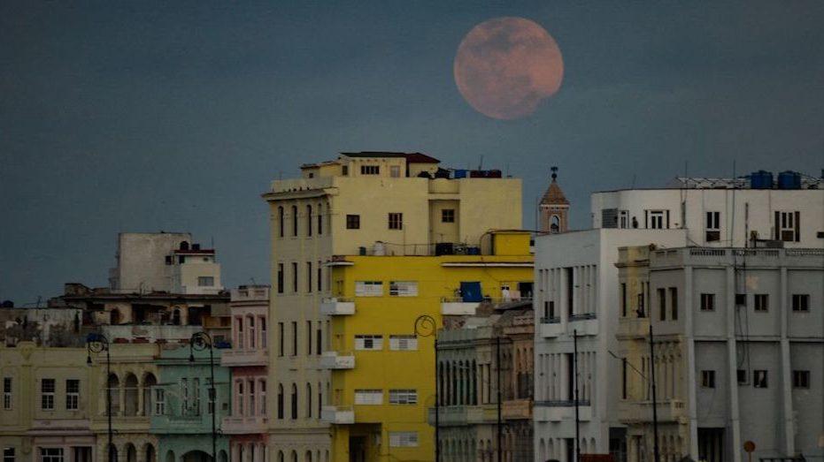 luna llena superluna rosa